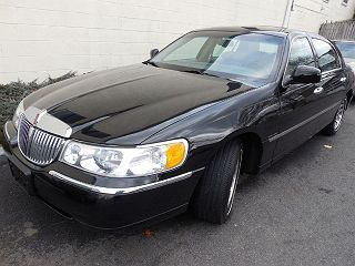 Image of Used 2002 Lincoln Town Car Signature