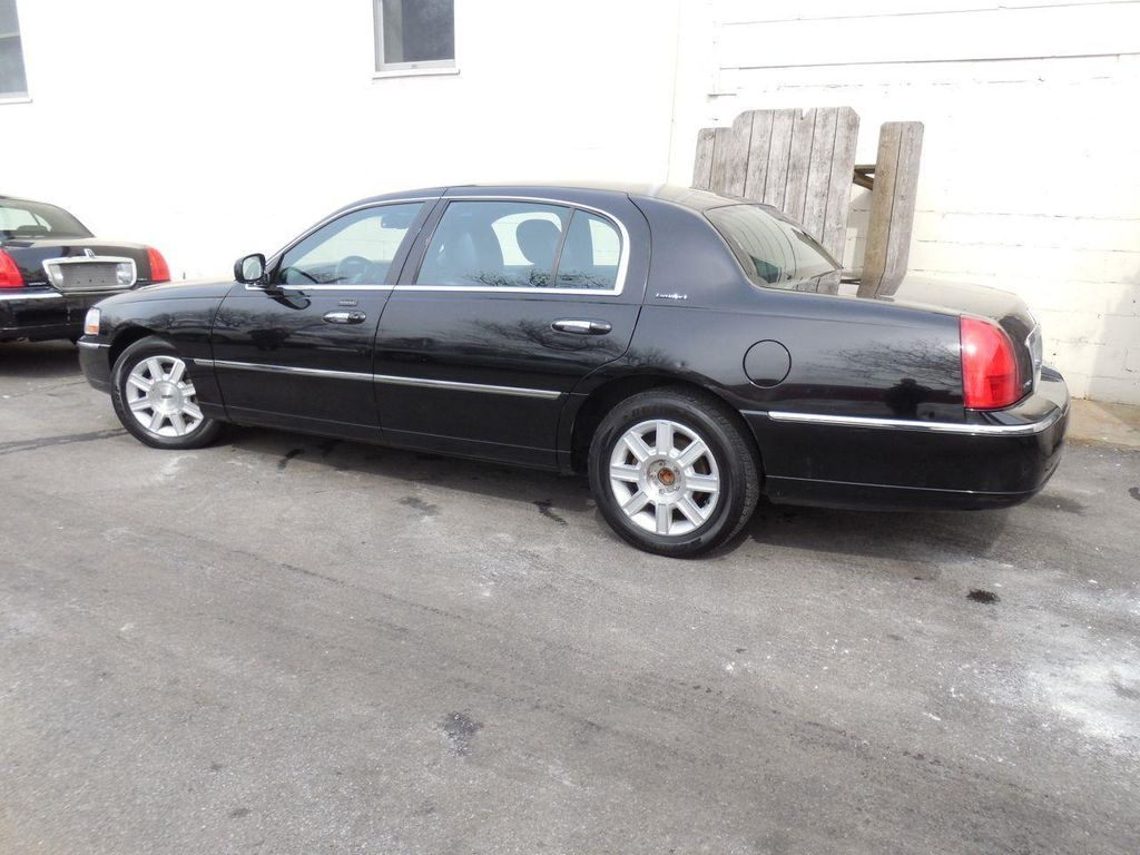 Listing All Cars 2011 Lincoln Town Car Executive L