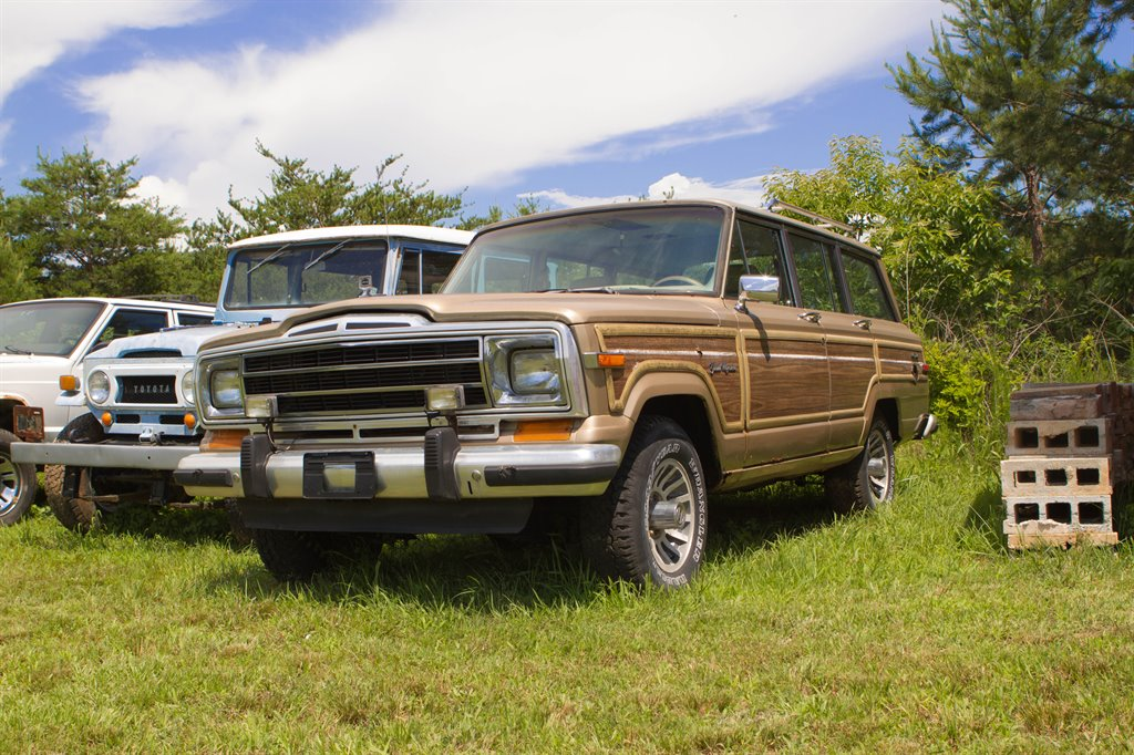 1990-Jeep-Grand-Wagoneer