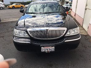 Image of Used 2004 Lincoln Town Car Executive L