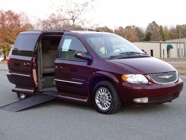 2001 Chrysler Town & Country Limited Edition