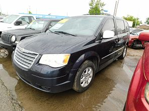 Image of Used 2010 Chrysler Town & Country Touring