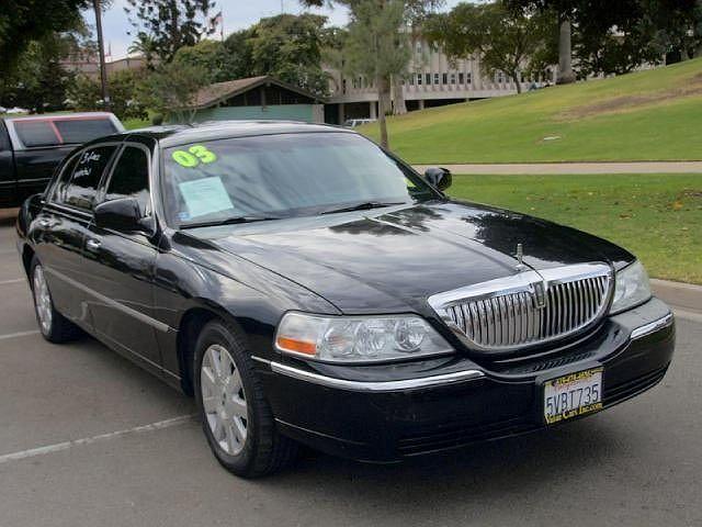 2003 Lincoln Town Car Executive L