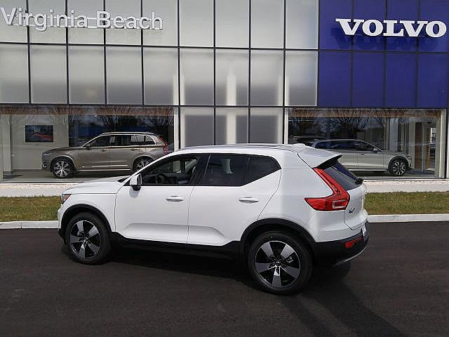 2020 Volvo XC40 T4 Momentum